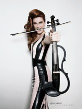 Sophie Serafino Corporate Artist