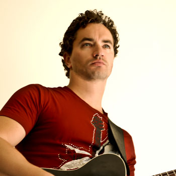 Solo acoustic musician hire