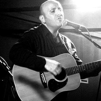 Victor Solo acoustic musician hire