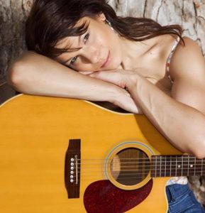 Bonnie Solo Acoustic