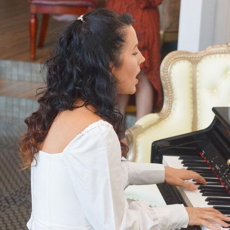 Solo singer pianist hire Brisbane